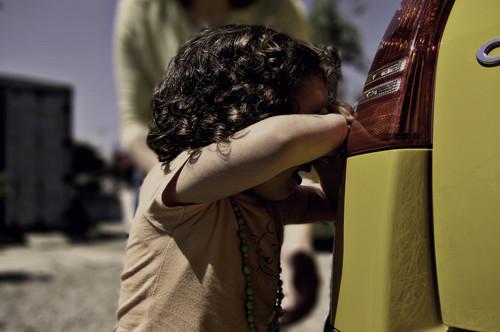 el llanto y la negativa a entrar en la escuela es un síntoma de los niños con fobia escoalr