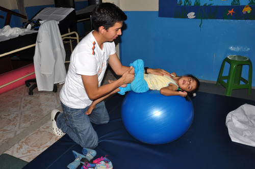 El tratamiento de fisioterapia es necesario como parte de la intervención en niñas con síndrome de Rett