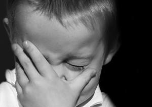 Los niños con fobia escolar experimentan un miedo intenso cuando anticipan que han de ir al colegio