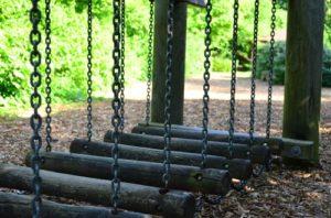 jugar en espacios verdes es necesario para no perder el vínculo con la naturaleza causante del TDN