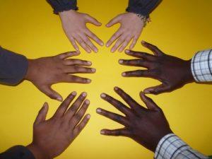 promover la cooperación y colaboración favorece la solidaridad