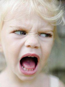 la irritabilidad es un síntoma secundario del insomnio infantil