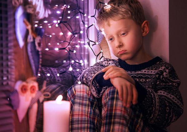 Los niños con trastorno bipolar tiene periodos de tristeza profunda sin causa aparente