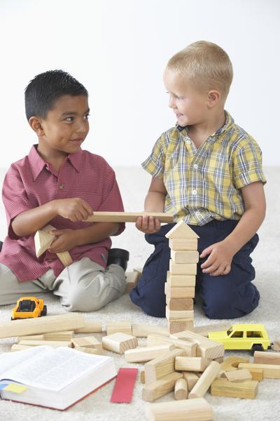 enseñar a los niños a compartir favorece que emerja la solidaridad