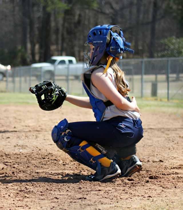 Deportes. Niña jugando al Baseball
