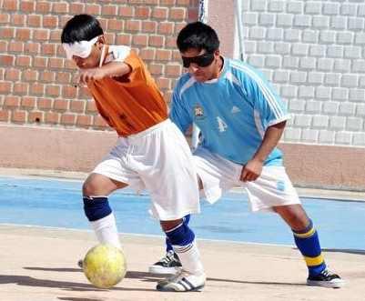 Fútbol para niños ciegos
