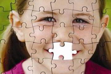 Niña con efecto puzle