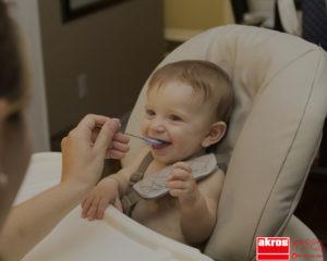 Empieza a sentar a tu bebé en la mesa familiar